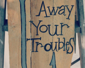 Cute handpainted hook and fishing quote on an upcycled pallet
