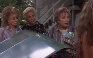 Dolly Parton, Olympia Dukakis and Shirley MacLaine in Steel Magnolias