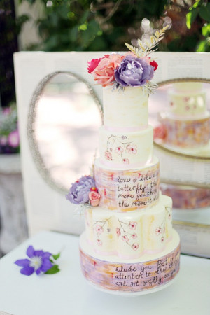Cake love: quote inscribed wedding cake with edible ink