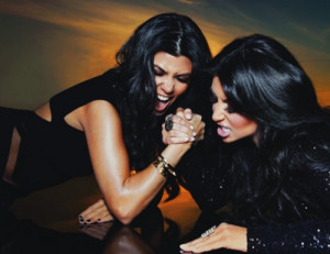inuhdaze:Kourtney & Kim Kardashian(arm wrestling )