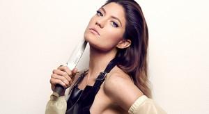 "... ""Dexter"" season 8 promo pic: Deb tries on some Dexter-style garb"