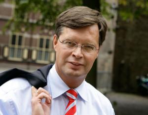 ernst_young_jan_peter_balkenende_2010.jpg
